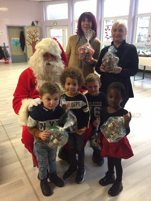 Père Noël dasn les écoles 2020